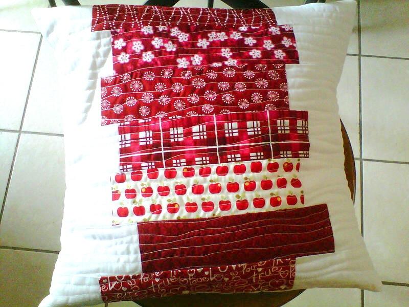 tuto un coussin ultra simple au fil d 39 emma id es patchwork et couture facile. Black Bedroom Furniture Sets. Home Design Ideas