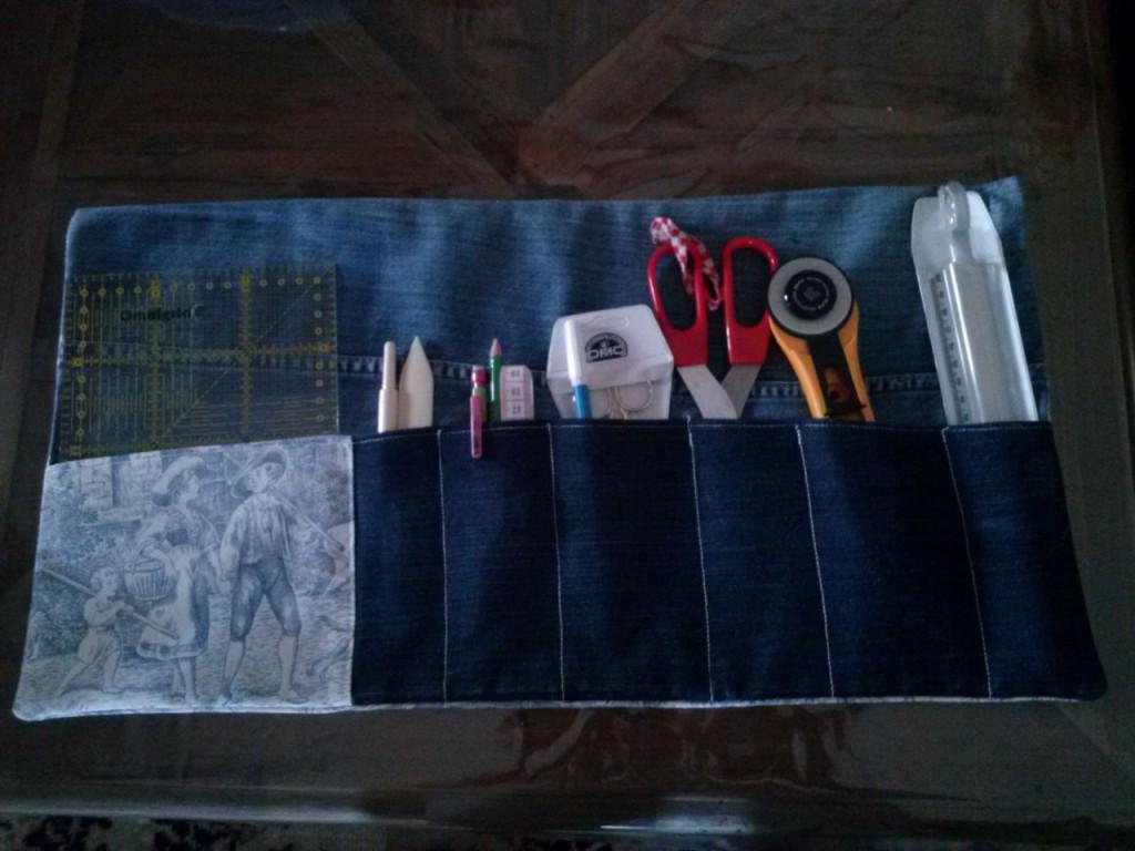 tuto sac avec vieux jean amazing with tuto sac avec vieux jean sac jean desigualsac a dos. Black Bedroom Furniture Sets. Home Design Ideas